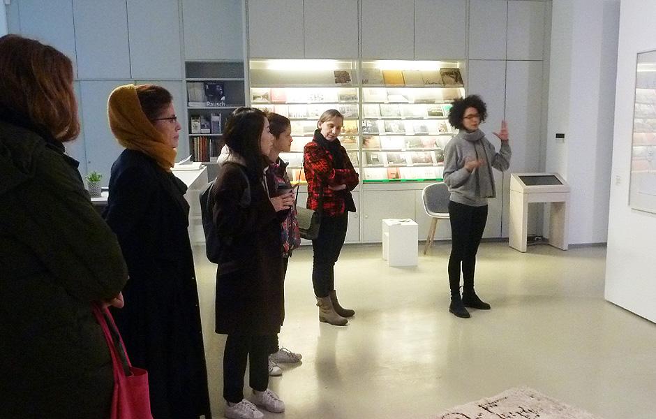 Besuch ÜBER DEN TEPPICH in der ifa-Galerie Berlin