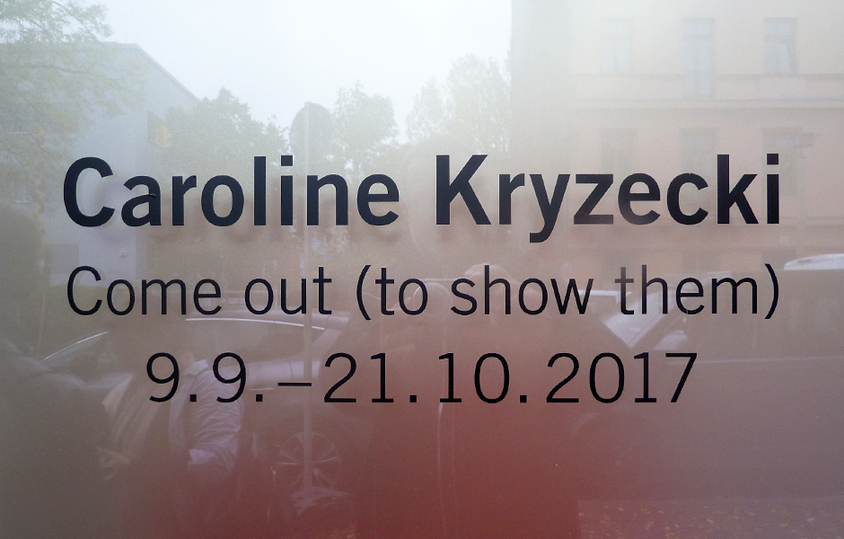 Besuch COME OUT (TO SHOW THEM) von Caroline Kryzecki