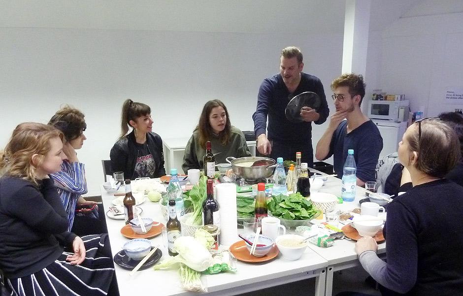 Seminar EAT ART – MIT ESSEN SPIELT MAN NICHT! von Frederik Foert