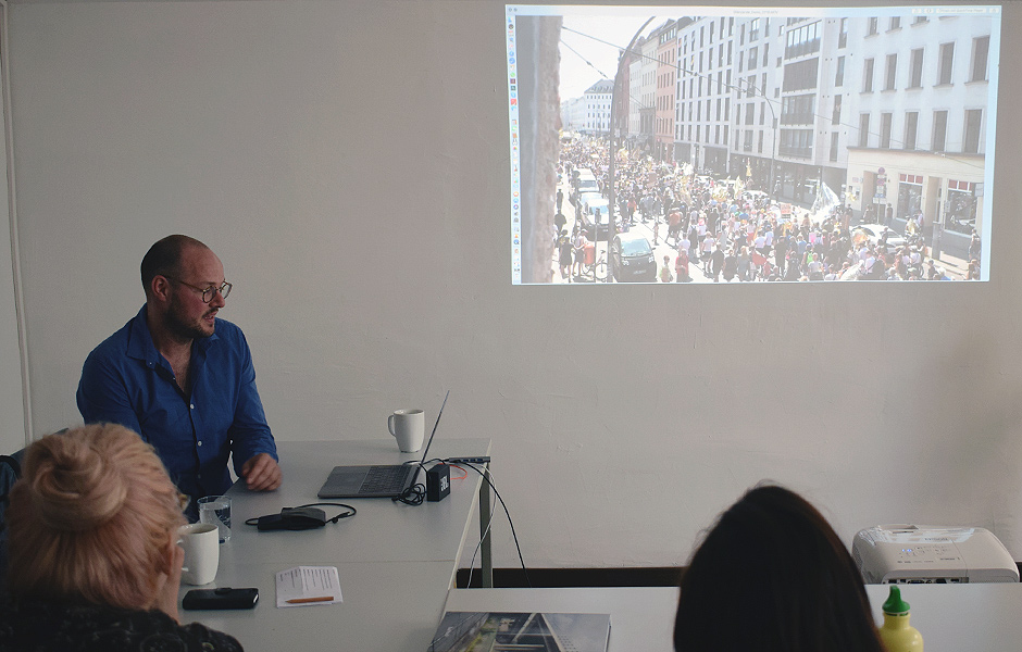 Lecture ART IN THE PUBLIC SPHERE IN TIMES OF POLITICAL RESENTMENT by Raul Walch