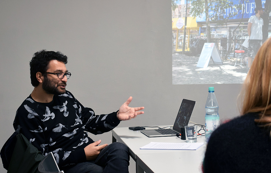 Vortrag SETTLING IN PRECARITY von Burak Delier