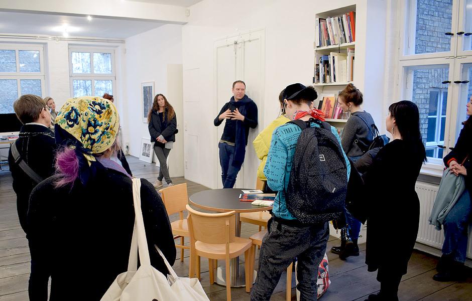 Besuch IMAGES FROM ABROAD von Lada Nakonechna bei Galerie EIGEN + ART