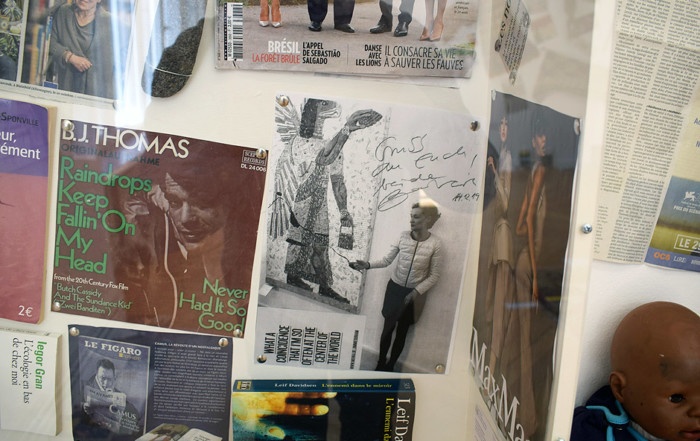 Besuch L'ABÉCÉDAIRE de Georges Adéagbo in der Galerie BARBARA WIEN